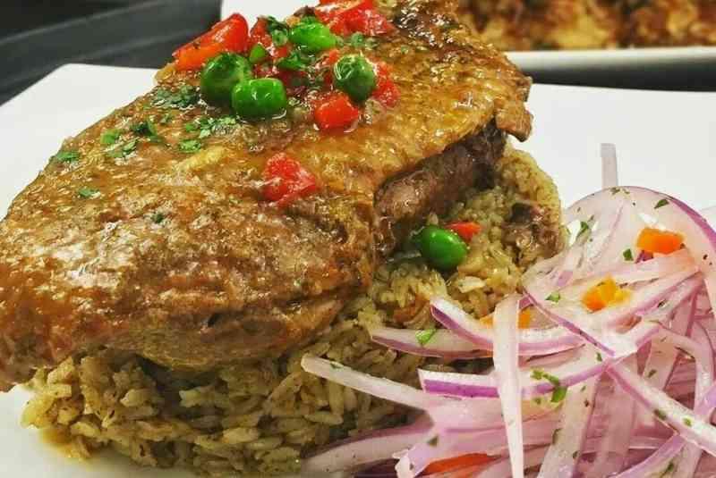 imagen de plato de arroz con pato peruano