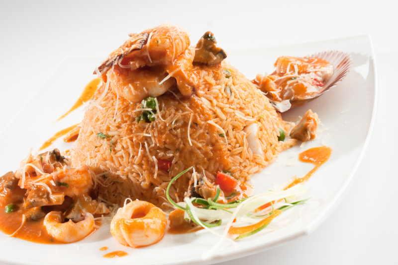 imagen plato de arroz con mariscos peruano