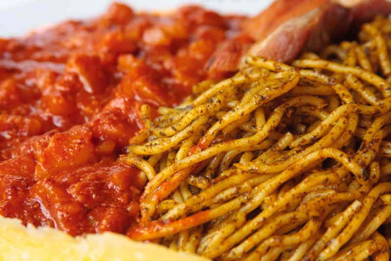 imagen de un plato de carapulcra con sopa seca